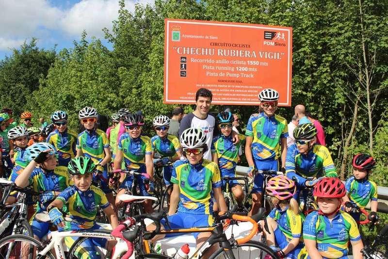 Chechu Rubiera inauguró en Pola de Siero la pista de ciclismo que lleva su nombre