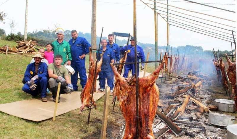 asando-corderos-en-celles