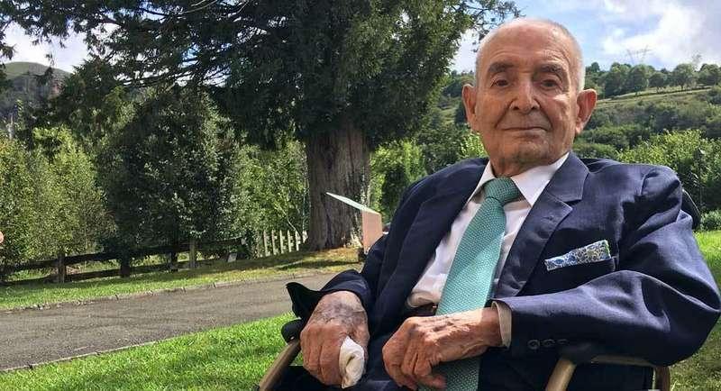 El cangués Ángel Tárano celebró su cumpleaños número 100