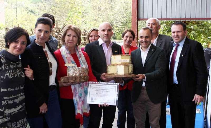 3.000 euros por los dos mejores quesos de Gamonéu del Certamen de Onís