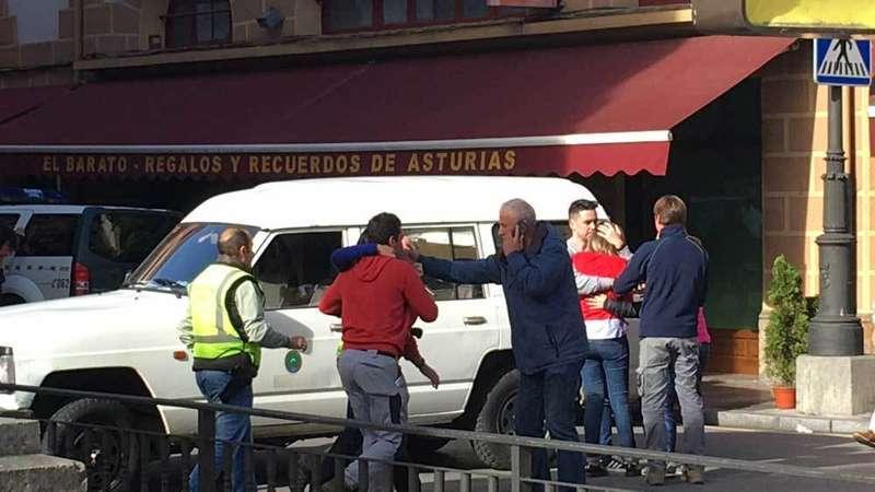 Un atracador detenido, otro muerto y un Guardia Civil herido en el atraco de Cangas de Onís