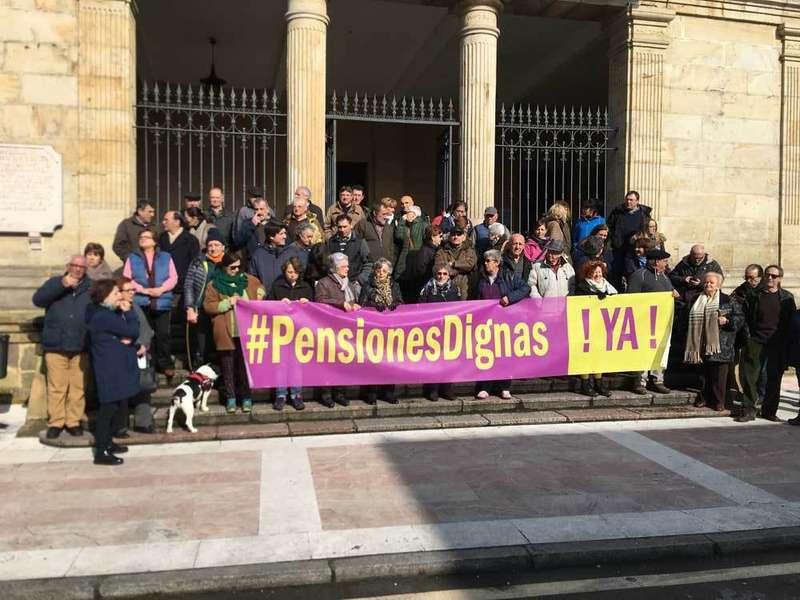 Concentración en Cangas de Onís exigiendo unas Pensiones Dignas
