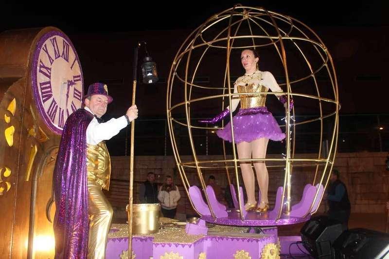 El grupo Tic Tac de Llanes se alza con el primer premio del espectacular Carnaval de Villaviciosa