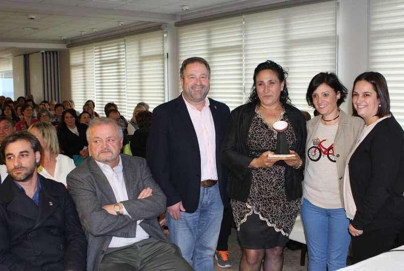 La camionera Isabel Hevia recogió el Premio 8 de Marzo de la Comarca de la Sidra en Colunga