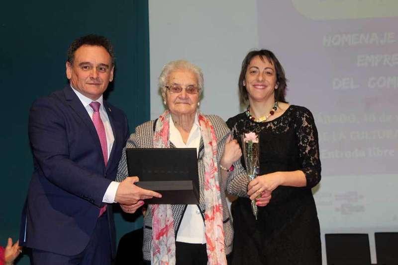 Nava homenajea a las mujeres pioneras del emprendimiento en el concejo
