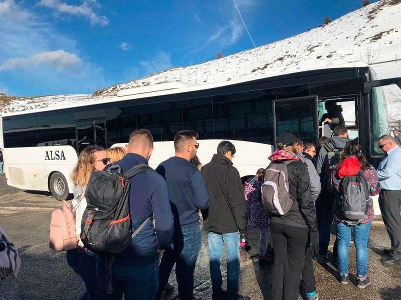 Los autobuses subieron a Los Lagos de Covadonga a más de 2.000 personas el Martes Santo