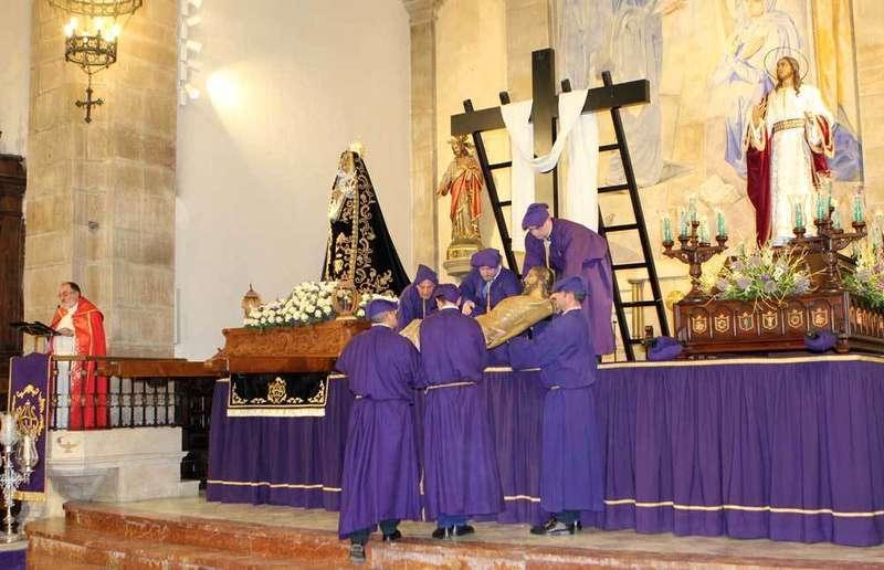 La lluvia obligó a que el Sermón del Desenclavo de Villaviciosa se tuviese que celebrar en la iglesia