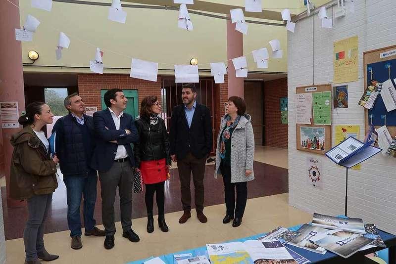 El alumnado del IES de Llanera refuerza su trabajo para convertirse en  Escuela Embajadora de Europa