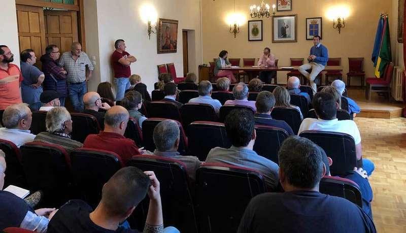 Los empresarios de Cangas de Onís piden cambios en el Plan de Transporte Público a Los Lagos de Covadonga