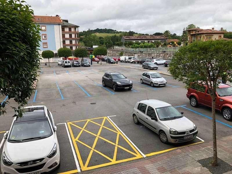 La Zona Azul despeja el aparcamiento de El Censu en Cangas de Onís
