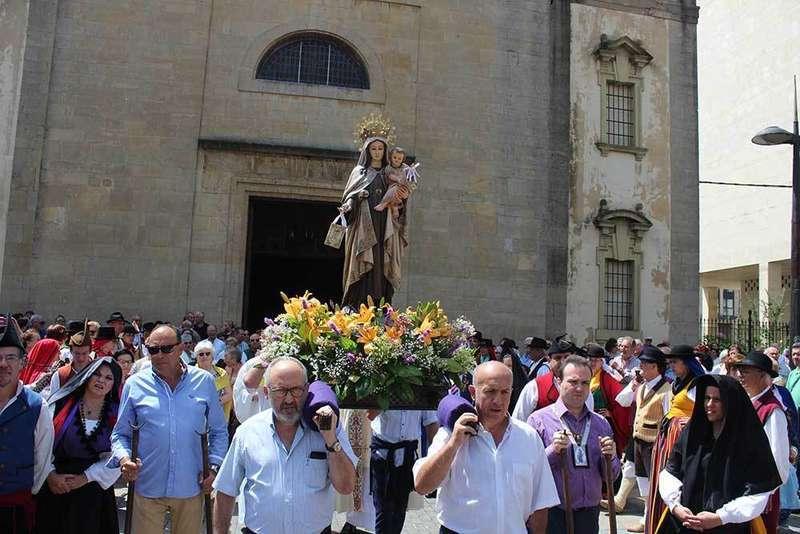 La Pola recupera la traca de voladores en honor a Nuestra Señora del Carmen