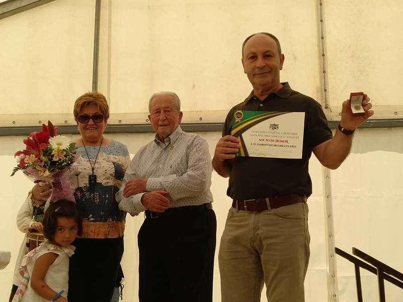 Florín Rodríguez recibió la Medalla de Oro de Pañeda