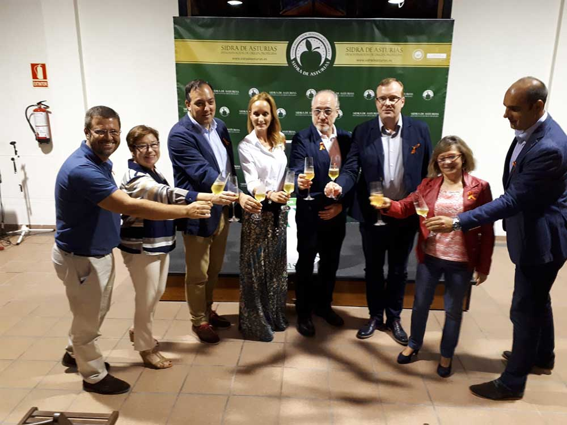 Sandra Ibarra y A.Vega en la espicha solidaria