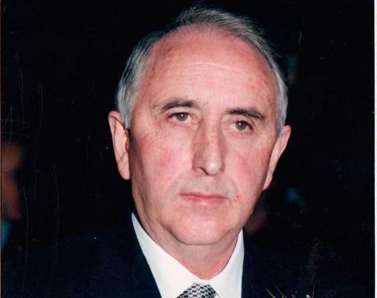 Llanera homenajea al cantante local de tonada Manolo El Barberu