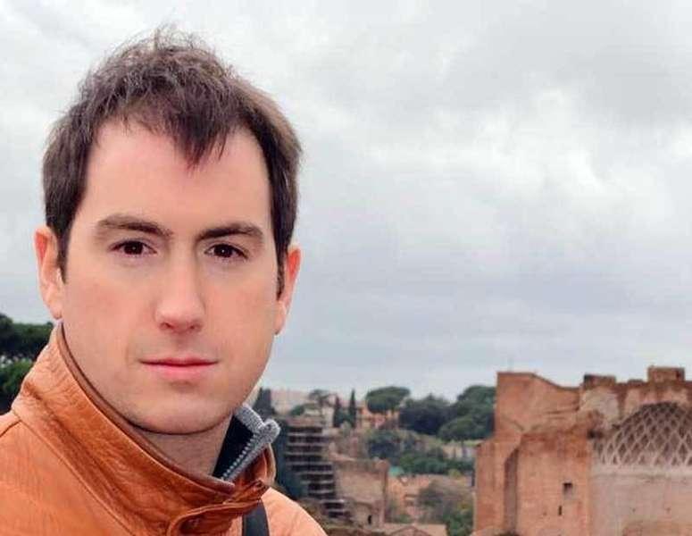 Premio de relatos cortos Xosé Caveda y Nava  para José Angel Gayol