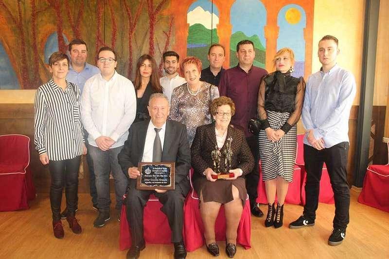 Antonio del Río y Pilar Concha recibieron el cariño de sus paisanos en el homenaje a los mayores en Argüelles