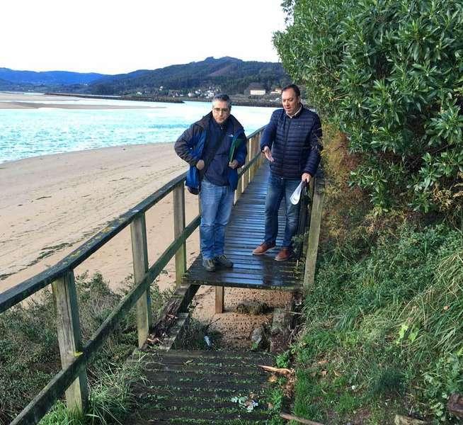 Alejandro Vega aprovechó la visita de Ruben Rodríguez para enseñarle las problemáticas de la Ría de Villaviciosa