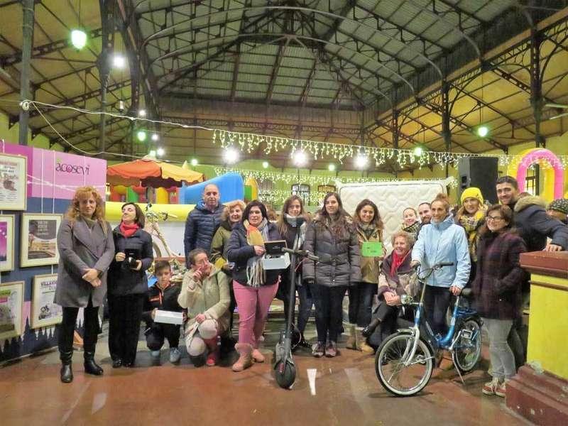 La campaña de Navidad de ACOSEVI repartió regalos entre los vecinos de Villaviciosa