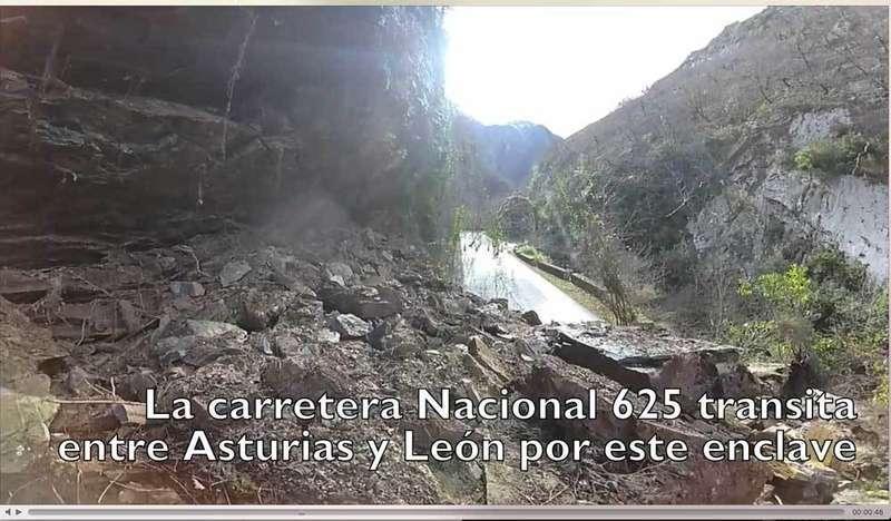 VÍDEO Cruzamos a pie el argayo que mantiene cortado el Desfiladero de Los Beyos entre Asturias y León