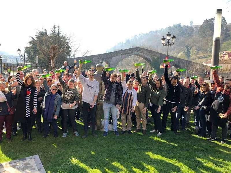 Cangas de Onís se vuelca con la Cultura Sidrera Asturiana