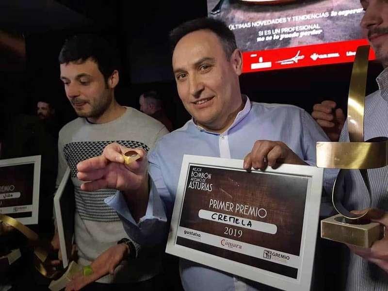 """""""Salas"""" y Cremela se traen a Cangas de Onís el premio al Mejor Bombón Artesano de Asturias"""