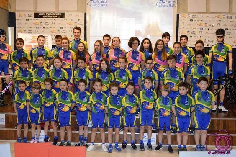 Foto de familia equipo de Ciclismo Viella