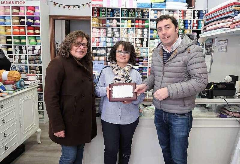 La Mercería Ire gana el Concurso de Escaparates de Navidad en Llanera