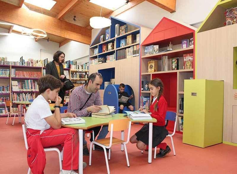 Los lectores infantiles ganan protagonismo con la ampliación de la Biblioteca de Noreña