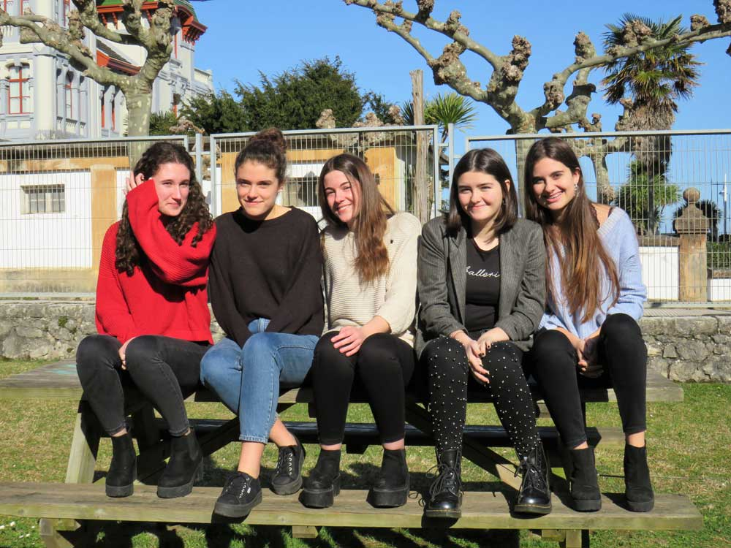 Cinco alumnas riosellanas investigan sobre feminismo