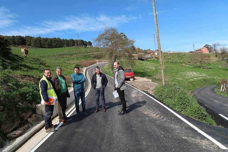 Llanera finaliza la obra de mejora en el camino de Castillo en la parroquia de Villardeveyo