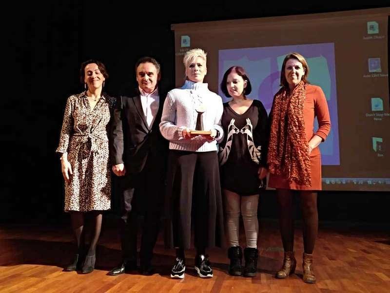 Judith Obaya Arenas recogió el Premio 8 de Marzo de la Comarca de la Sidra