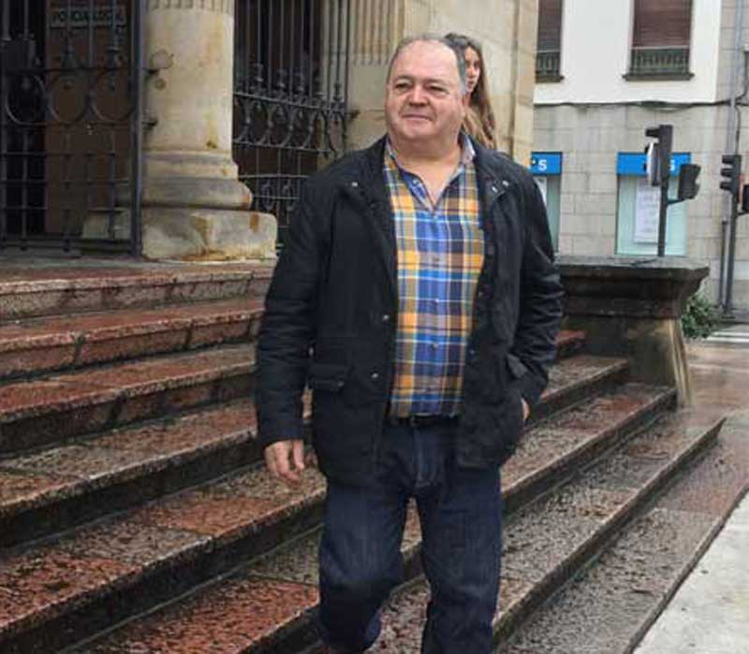 La Fiscalía pide cinco años de cárcel para el exalcalde de Ponga, Cándido Vega
