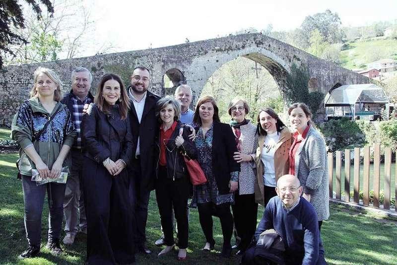 Adrián Barbón y la ministra Carcedo visitaron a la Asociación Emburria en Cangas de Onís