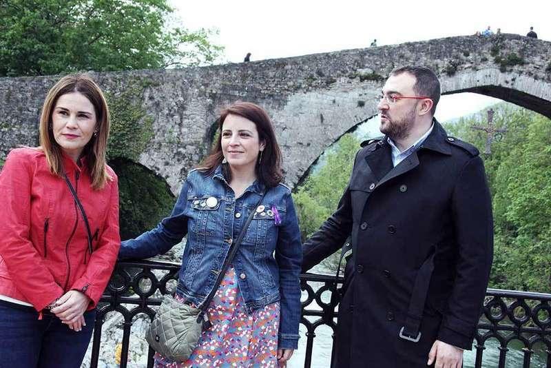 Las cabezas de lista del PP y PSOE al Congreso, Gázquez y Lastra hacen campaña en el Oriente de Asturias