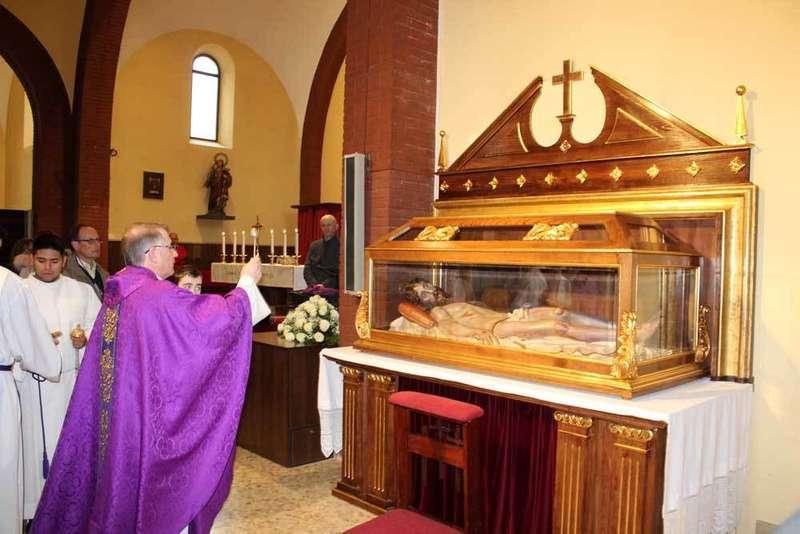 bendicion-altar-lugones-cristo-yacente