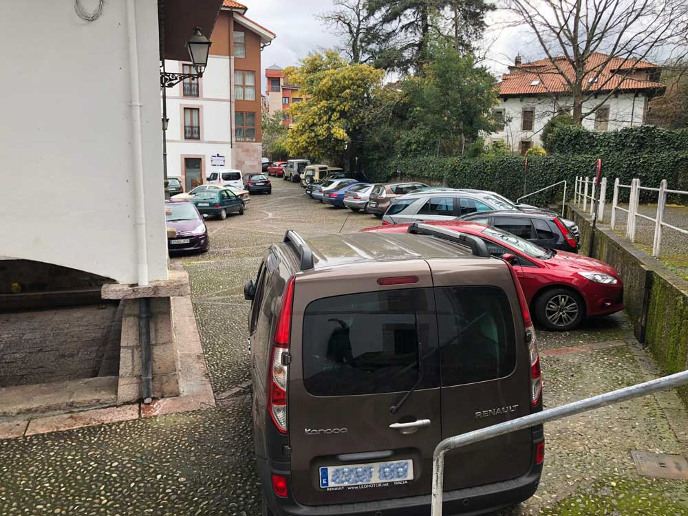 coches-plaza-cangas-onis