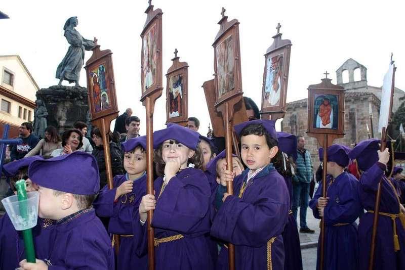 cofrades-procesión-villaviciosa