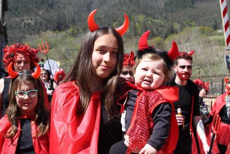 desfile-infiesto-diablos