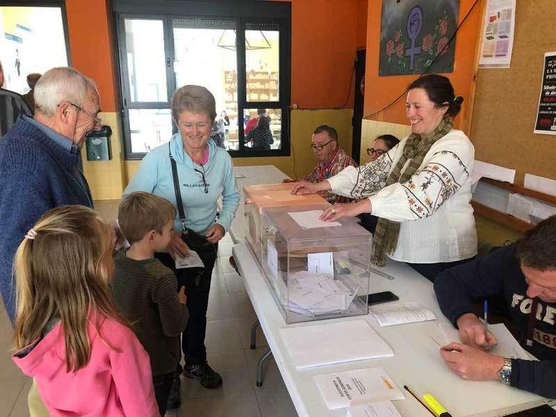 elecciones-generales-votando
