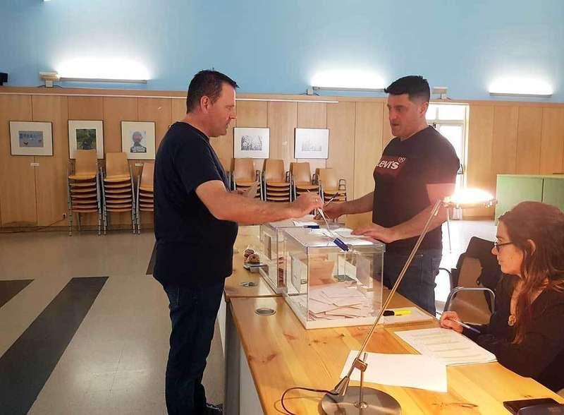 elecciones-generales-abeledo-votando