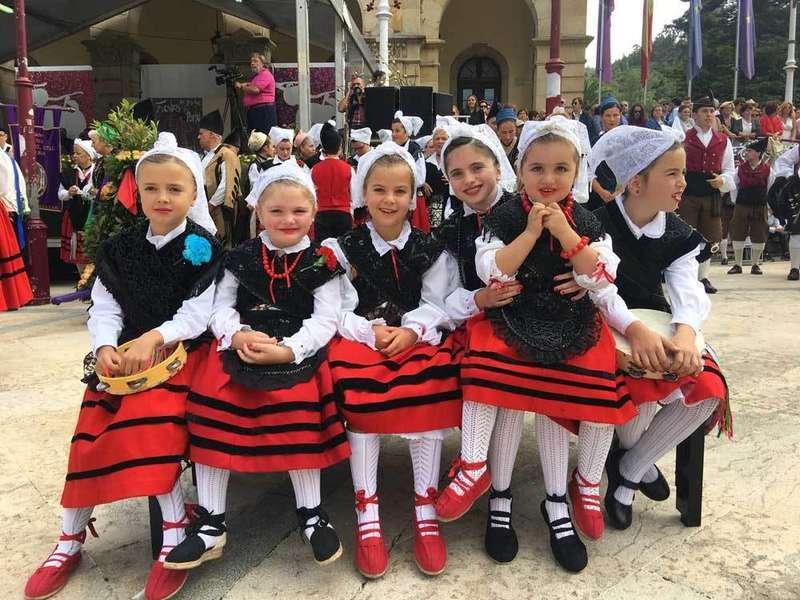 niñas-danza-portal-villaviciosa