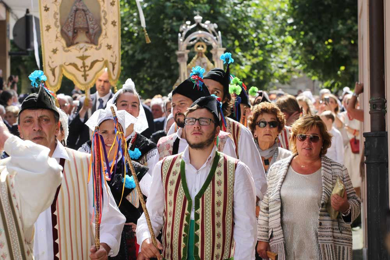 procesión-fiestas-portal-villaviciosa