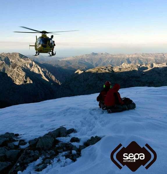 helicoptero bomberos asturias sepa en los picos de europa
