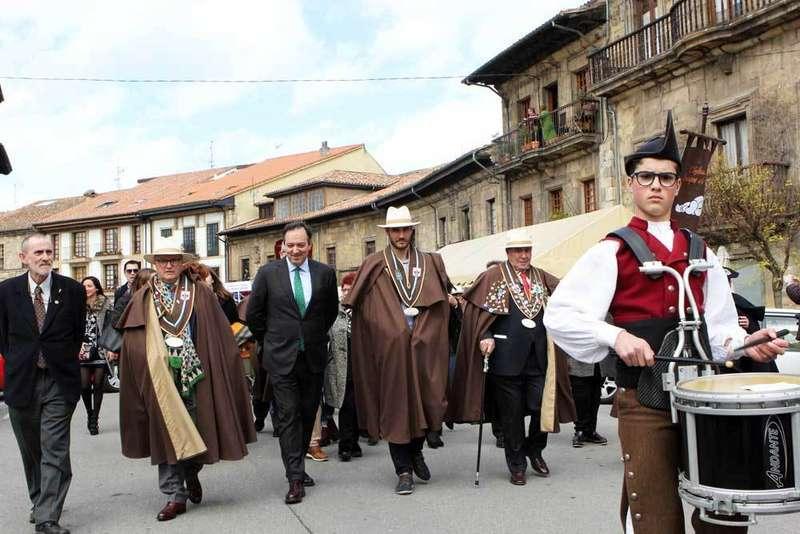 jornadas-fabes-villaviciosa-desfile