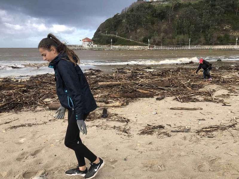 playa-ribadesella-basura