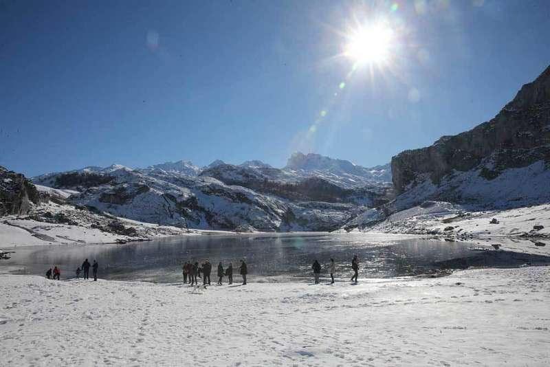 lago ercina de cangas de onis congelado