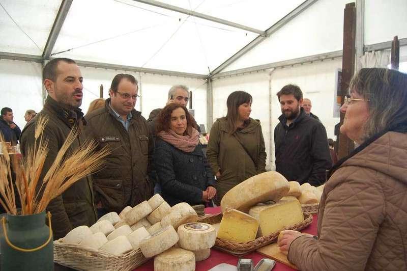 mercado otono el berron puesto de quesos