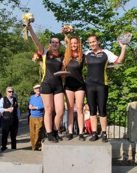 podium-femenino-descenso-piloña