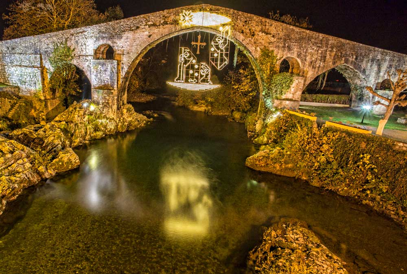 puente romano cangas de onis luz de navidad