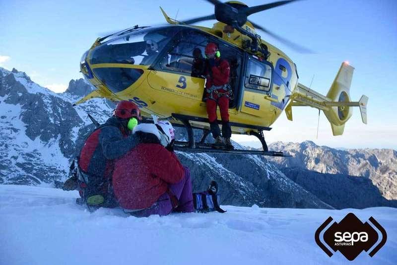 bomberos sepa rescate helicoptero picos de europa